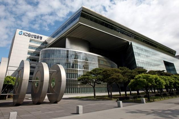 말년병장 늘리는 국책은행 '임금피크제'…5년간 명퇴자 '제로'[이슈+]
