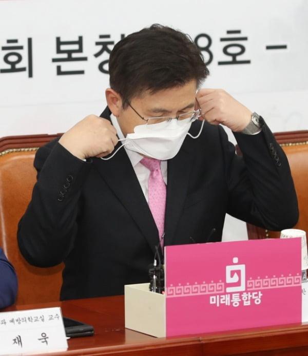 황교안, 심재철 코로나19 검사에서 '음성' 판정
