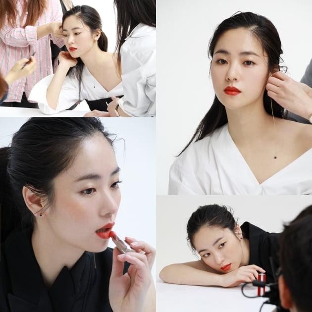 배우 전여빈의 '얼루어' 화보 비하인드 컷. /사진제공=제이와이드컴퍼니