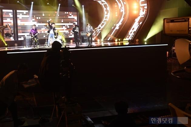 [포토] SBSMTV 더쇼, '신종 코로나 여파로 관객 없이 진행'