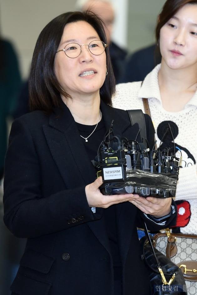 [포토] 인사말하는 '기생충' 곽신애 바른손이앤에이 대표