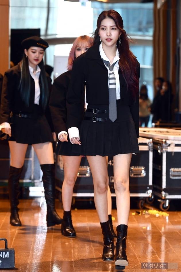 [포토] 여자친구 소원, '우월한 비율 뽐내며 등장'