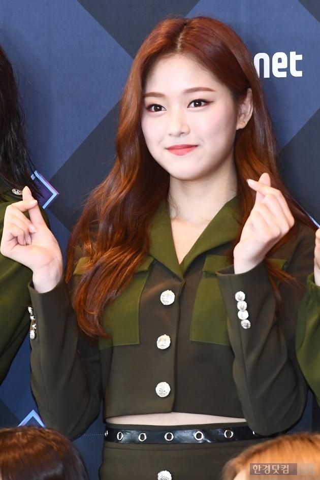 [포토] 이달의 소녀 현진, '상큼하게 하트 뿅뿅~'