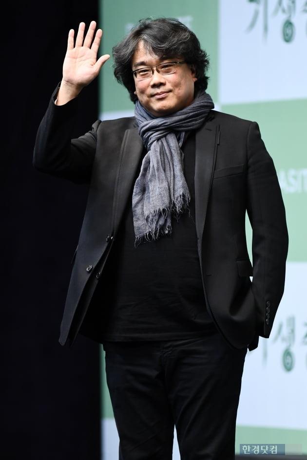 """['기생충' 기자회견] 봉준호 감독 """"영화 긴 생명력으로 세계 돌아…기분 묘해"""""""