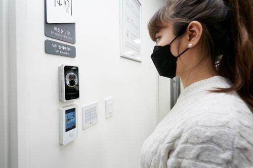 LG CNS, 출입카드 없어도 AI가 얼굴 자동인식…얼굴이 신분증
