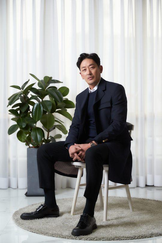 영화 '클로젯'에서 실종된 딸을 찾는 아빠 상원 역을 맡은 배우 하정우. /사진제공=CJ엔터테인먼트