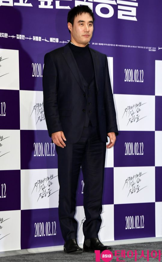 배우 배성우가 3일 오후 서울 강남구 삼성동 메가박스 코엑스에서 열린 영화 '지푸라기라도 잡고 싶은 짐승들' 언론시사회에 참석하고 있다.