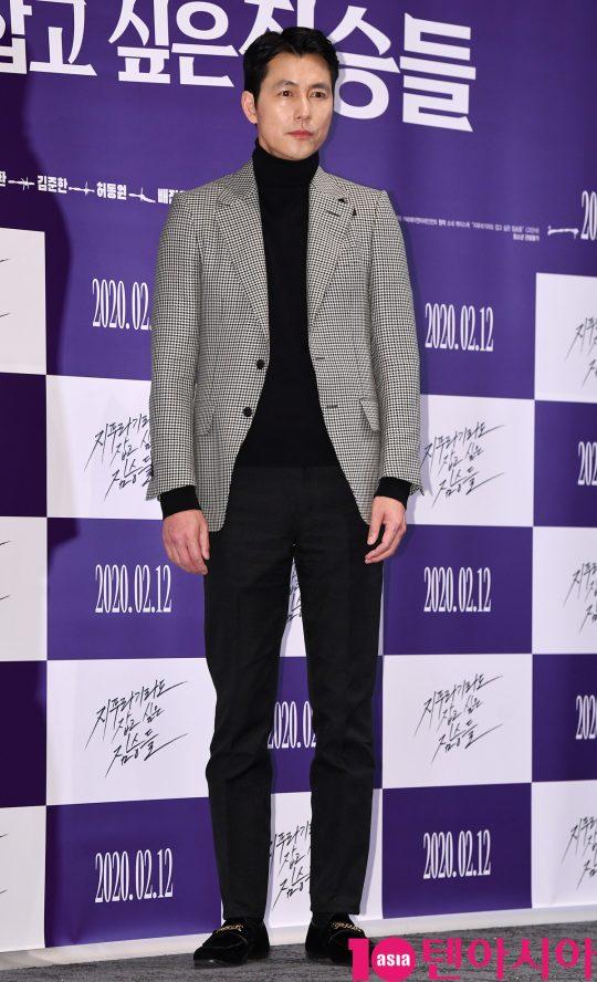 배우 정우성이 3일 오후 서울 강남구 삼성동 메가박스 코엑스에서 열린 영화 '지푸라기라도 잡고 싶은 짐승들' 언론시사회에 참석하고 있다.