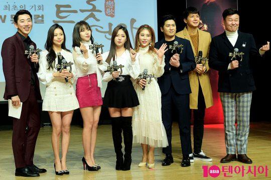 권영기(왼쪽부터), 강예슬, 김희진, 정다경, 김소유, 홍경민, 김승현, 홍록기