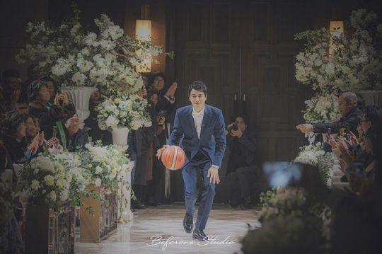 김승현♥장정윤, 결혼식 사진 공개…농구하며 입장하는 신랑