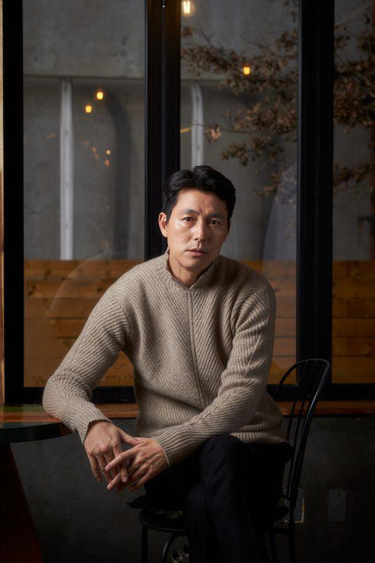 영화 '지푸라기라도 잡고 싶은 짐승들'에서 애인의 빚을 떠안게 된 태영 역으로 열연한 배우 정우성. /사진제공=메가박스중앙㈜플러스엠