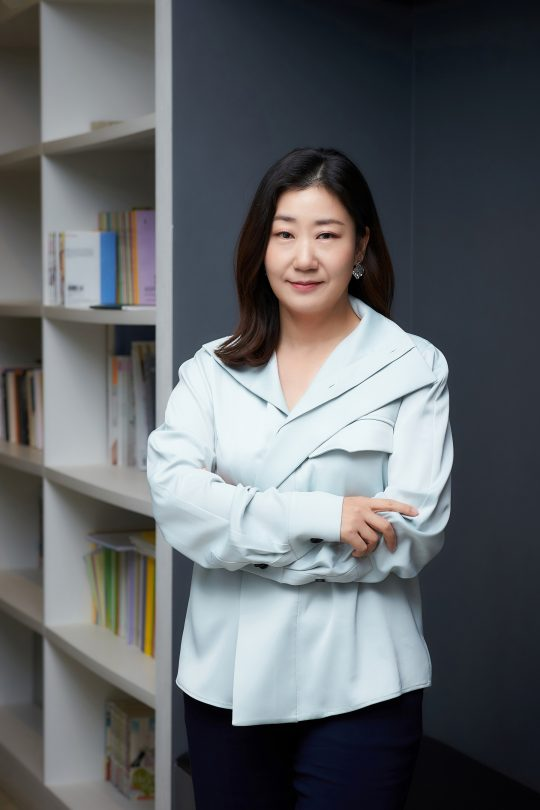 영화 '정직한 후보'에서 하루아침에 거짓말을 못 하게 된 3선 국회의원 주상숙을 연기한 배우 라미란. /사진제공=NEW