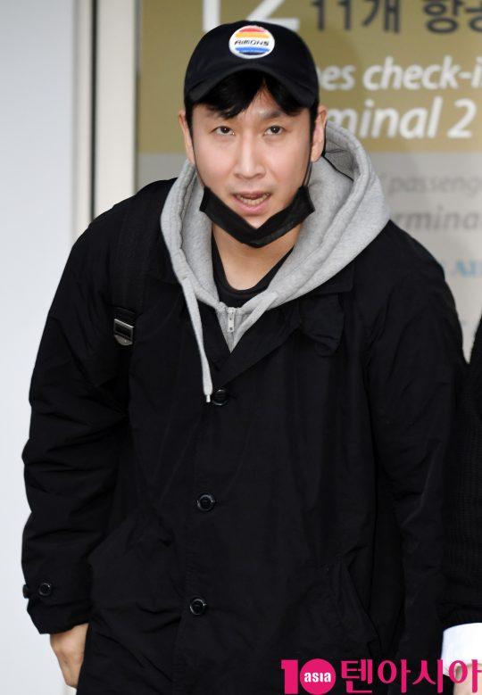 배우 이선균이 7일 오후 영화 '기생충'으로 미국 아카데미 시상식에 참석차 인천국제공항을 통해 미국으로 출국하고 있다.
