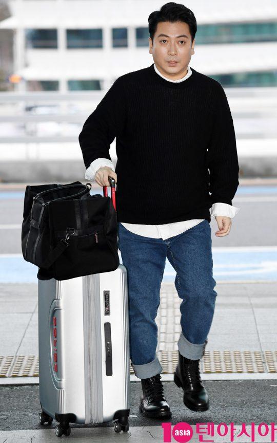 배우 박명훈이 7일 오후 영화 '기생충'으로 미국 아카데미 시상식에 참석차 인천국제공항을 통해 미국으로 출국하고 있다.
