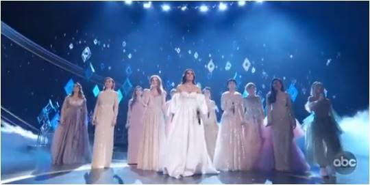 이디나 멘젤과 아홉 명의 '엘사'들이 만든 '겨울왕국' 축하 공연./ 사진=ABC 캡처