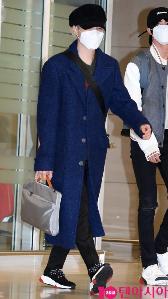 그룹 방탄소년단(BTS)(RM, 슈가, 진, 제이홉, 지민, 뷔, 정국) 슈가가 10일 오후 미국 그래미 어워즈 공연 및 CBS 토크쇼 코든쇼 마치고 인천국제공항을 통해 입국하고 있다.