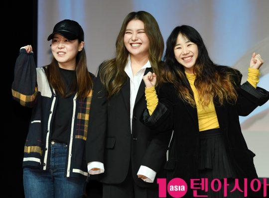 가수 이예준(왼쪽)과 유성은이 11일 오전 서울 청담동 일지아트홀에서 열린 지세희 싱글앨범 '아직은…' 쇼케이스에 참석하고 있다.