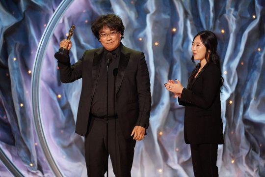 아카데미 시상식에서 영화 '기생충'으로 국제영화상을 수상한 봉준호 감독. /사진제공=A.M.P.A.S.