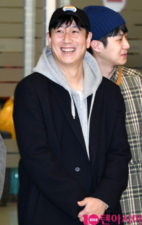 배우 이선균이 12일 오전 영화 '기생충'으로 미국 제92회 아카데미 시상식을 마치고 인천국제공항을 통해 입국하고 있다.
