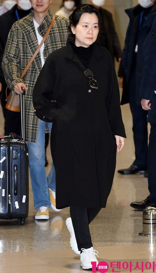 배우 장혜진이 12일 오전 영화 '기생충'으로 미국 제92회 아카데미 시상식을 마치고 인천국제공항을 통해 입국하고 있다.