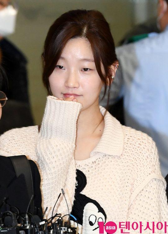 배우 박소담이 12일 오전 영화 '기생충'으로 미국 제92회 아카데미 시상식을 마치고 인천국제공항을 통해 입국하고 있다.