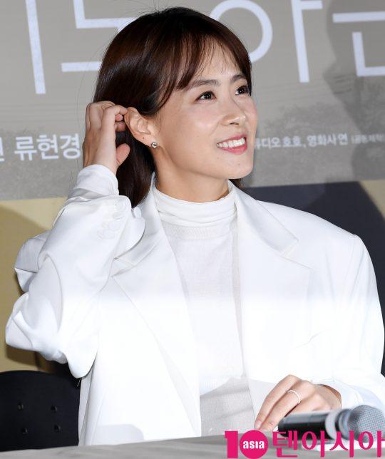 배우 류현경이 13일 오후 서울 자양동 롯데시네마 건대입구점에서 열린 영화 '기도하는 남자' 언론시사회에 참석하고 있다.