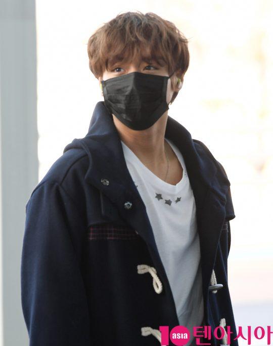 가수 박지훈이 14일 오후 아시아투어 참석차 인천국제공항을 통해 인도네시아로 출국하고 있다.