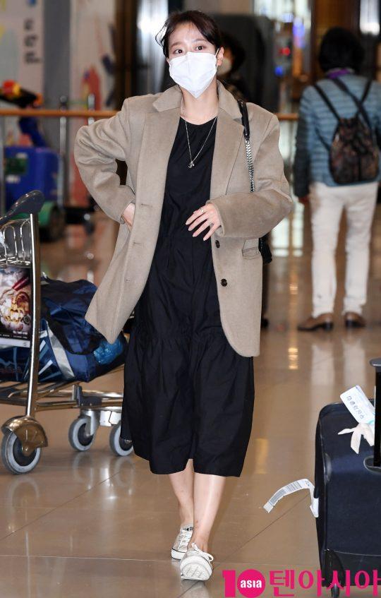 걸그룹 에이프릴 나은이 14일 호주 일정을 마치고 인천국제공항을 통해 입국하고 있다.