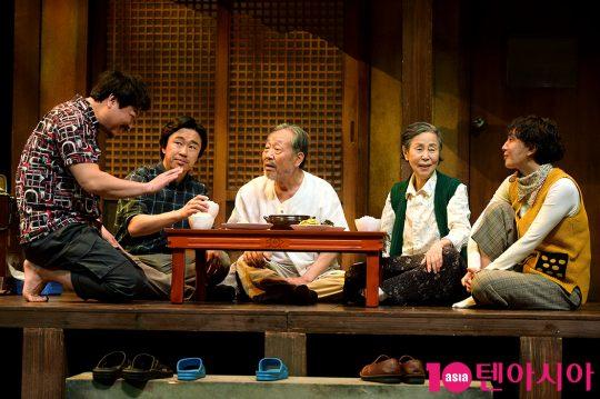 배우 최명경(왼쪽부터), 조달환, 신구, 손숙, 서은경
