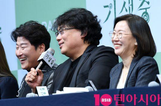 [TEN PHOTO]송강호-봉준호 감독-곽신애 대표 '기분좋은 기자회견'