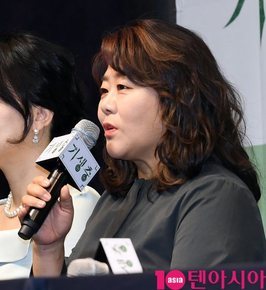 배우 이정은이 19일 오전 서울 소공동 웨스틴조선호텔에서 열린 영화 '기생충' 기자회견에 참석했다. /조준원 기자 wizard333@