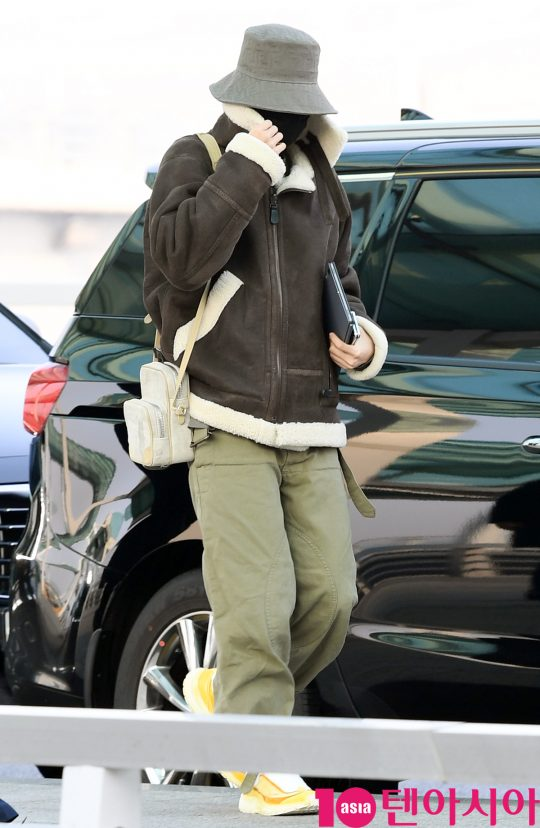 그룹 방탄소년단(BTS)(RM, 슈가, 진, 제이홉, 지민, 뷔, 정국) 제이홉이 20일 오전 미국 NBC 방송의 토크쇼 '투데이 쇼(TODAY SHOW)' 참석차 인천국제공항을 통해 미국 뉴욕으로 출국하고 있다.