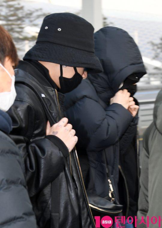 그룹 방탄소년단(BTS)(RM, 슈가, 진, 제이홉, 지민, 뷔, 정국) 정국과 슈가가 20일 오전 미국 NBC 방송의 토크쇼 '투데이 쇼(TODAY SHOW)' 참석차 인천국제공항을 통해 미국 뉴욕으로 출국하고 있다.