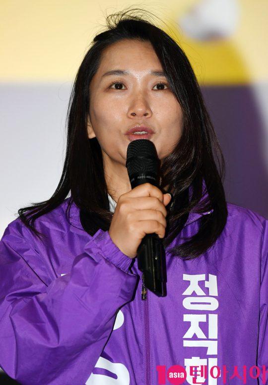 장유정 감독이 22일 오후 서울 방화동 롯데시네마 김포공항점에서 열린 영화 '정직한 후보' 무대인사에 참석하고 있다.