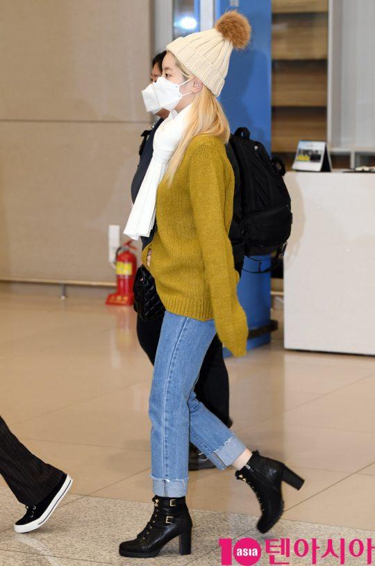 걸그룹 트와이스(나연, 정연, 모모, 사나, 지효, 미나, 다현, 채영, 쯔위) 다현이 24일 오후 트와이스 월드투어 2019-트와이스라이츠 인 재팬 공연을 마치고 인천국제공항을 통해 입국하고 있다.