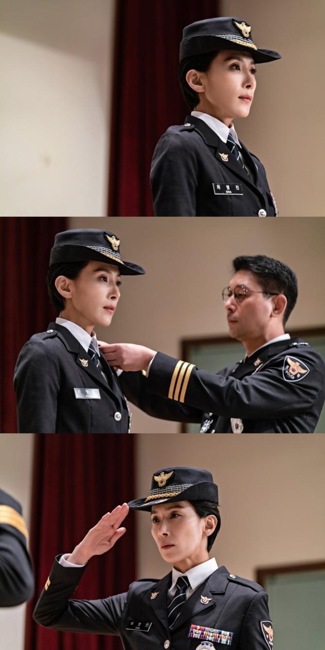 첫 방송 D-6 '아무도 모른다' 주인공 김서형, 경찰 정복 모습 공개