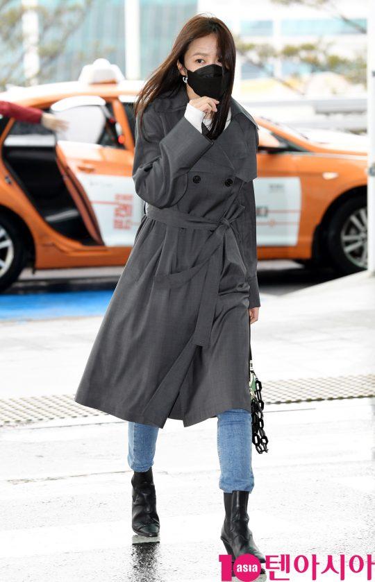 배우 안희연 (exid 하니)가 25일 오후 해외일정 참석차 인천국제공항을 통해 프랑스 파리로 출국하고 있다.