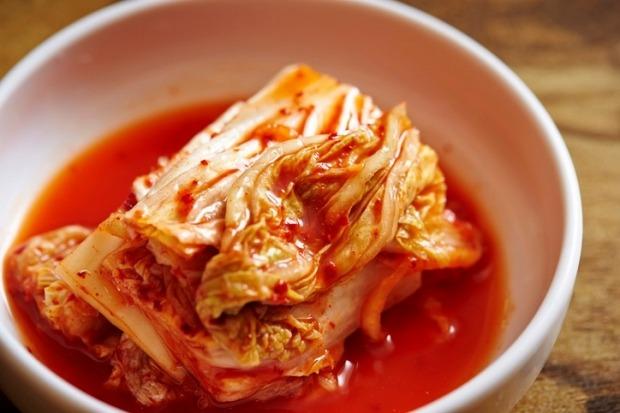 신종 코로나바이러스 감염증(코로나19)이 확산하며 면역력을 높여주는 제품의 인기가 높아지는 가운데, 한국을 대표하는 건강식품인 '김치'는 특수를 누리지 못하고 있는 것으로 나타났다./사진=게티이미지