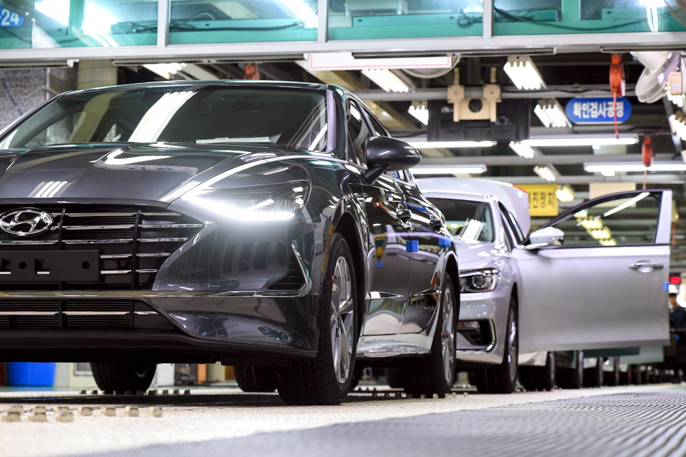 공장 멈추는 현대차, '와이어링 하네스 대란'