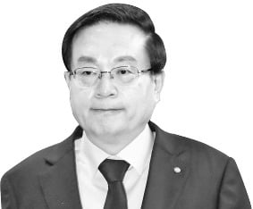 '행장 겸직 부담' 덜어낸 손태승…종합금융그룹 새 판짜기 과제