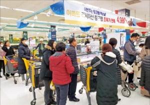 한국선 코로나 한풀 꺾이자…유통사 '기지개'