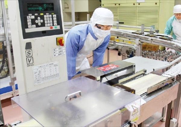 롯데그룹은 새로운 먹거리를 발굴하기 위해 2017년부터 서울 마곡 R&D 산업단지 내 국내 최대 규모의 식품연구소를 운영하고 있다.  롯데그룹 제공