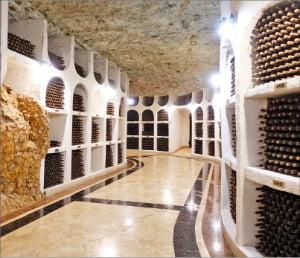 석회암 광산이었던 몰도바의 크리코바 와이너리 저장고