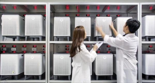 코웨이 환경기술연구소는 국내 생활가전 렌털업계의 혁신을 이끌고 있다. 서울 관악구 서울대연구공원에 있는 코웨이 환경기술연구소에서 연구원들이 개발에 집중하고 있다.  코웨이 제공