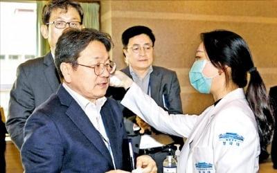 """""""文정부가 슈퍼 전파자""""…총선 연기하나"""