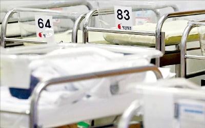 한국, 올해 '데드크로스'…전세계 유일