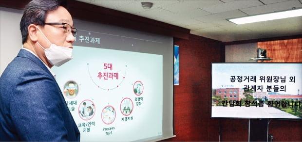 김태용 LG전자 동반성장담당이 지난달 24일 경기 화성에 있는 협력사 우양디앤유에서 상생 협력 방안을 발표하고 있다.  LG전자 제공