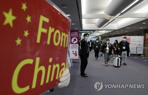 중국 밖에서도 감염자 느는데…검역은 중국발 승객만 '탈탈'