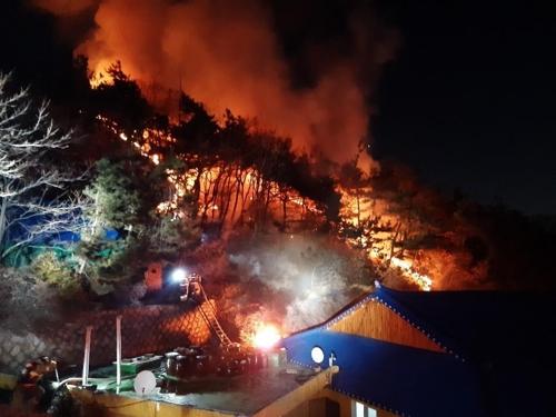 인천 철마산 화재, 사찰 뒤쪽 보일러실서 발화 추정
