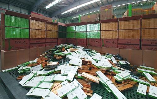1갑당 1천원짜리 수출용 국산 담배 70만갑 부산항 통해 밀반입